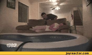 prank-trolling-girlfriend-couch-447348