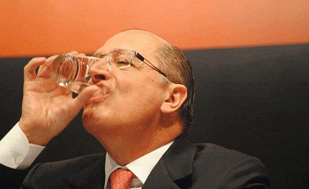 alckmin-bebendo-agua-614x377