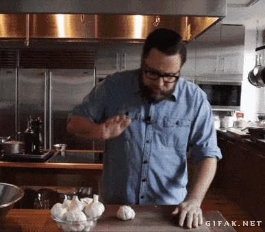 trick to peeling garlic in 10 seconds