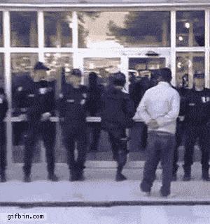 1302863950_police-door-opening-fail